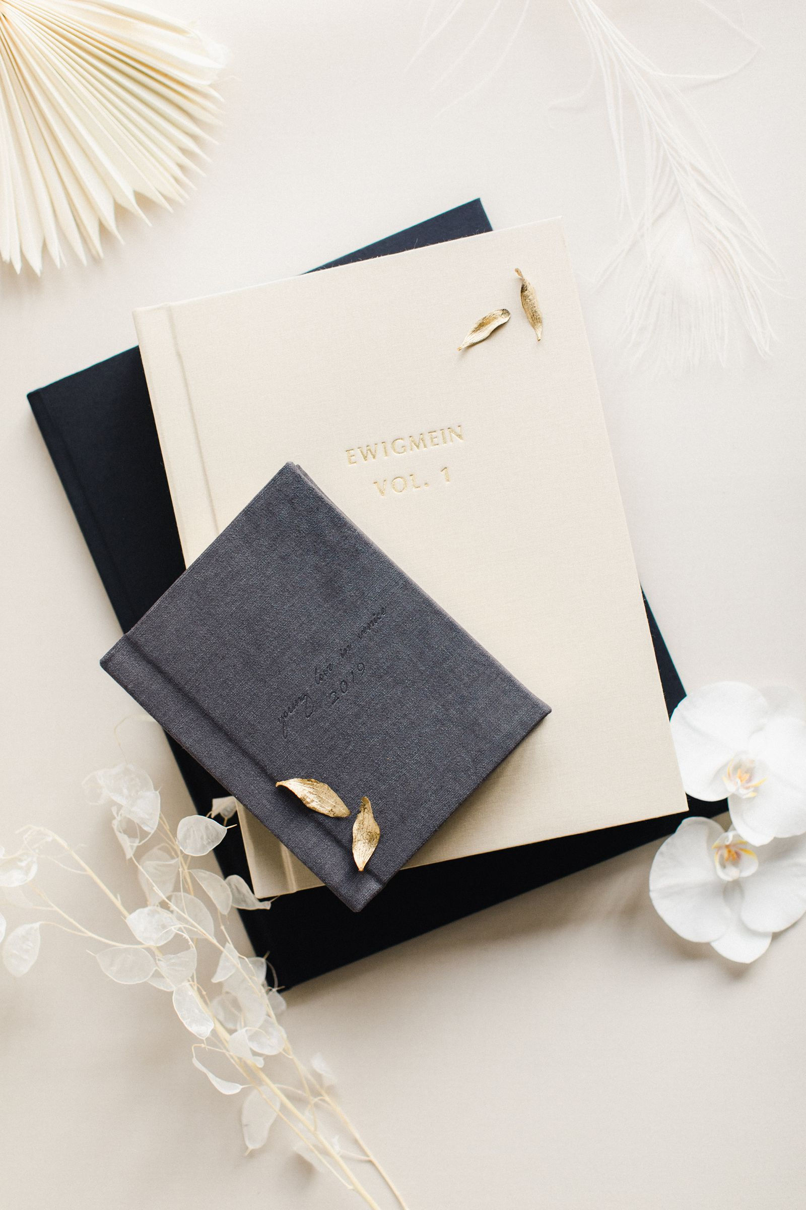 Ewigmein-Fine-Art-Hochzeitsfotografie-Hochzeitsalbum-edel-goldene-prägung-hochwertig-leinenstoff_5450