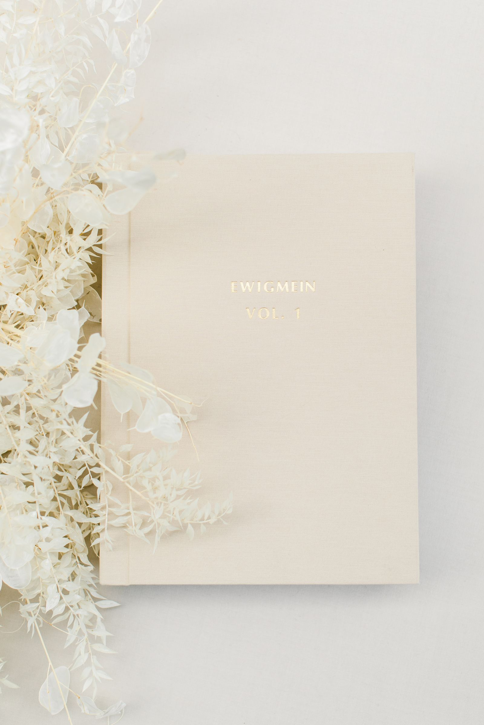 Ewigmein-Fine-Art-Hochzeitsfotografie-Hochzeitsalbum-edel-goldene-prägung-hochwertig-leinenstoff_5461