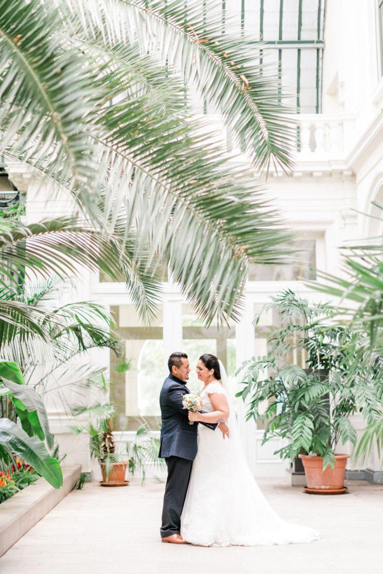 Hochzeitsreportage im Palmengarten Frankfurt Brautpaar portrait