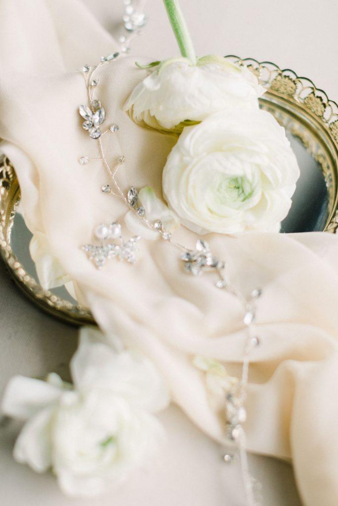 Kopfschmuck Braut mit Ohrringen Fine Art Hochzeitsfotografie