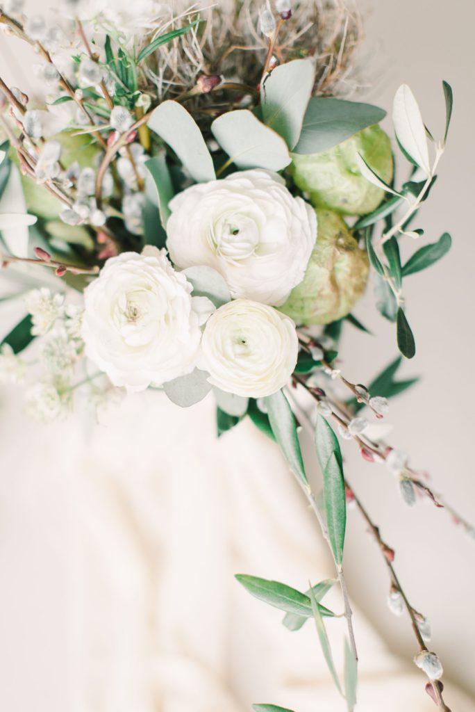 Brautstrauß mit Eukalyptus und Weidenkätzchen