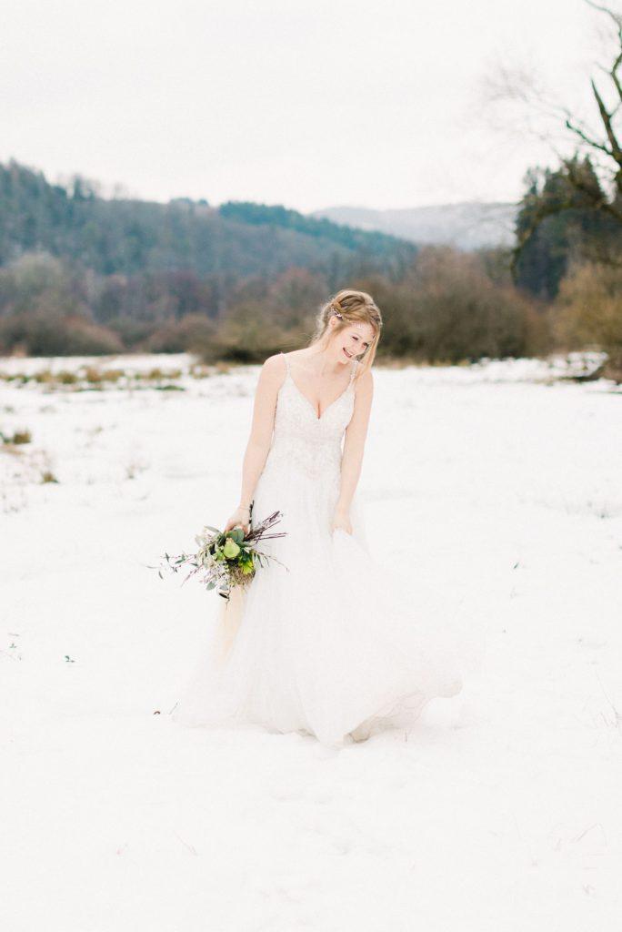 Portrait Braut im Winter mit Kopfschmuck Fine Art Fotografie