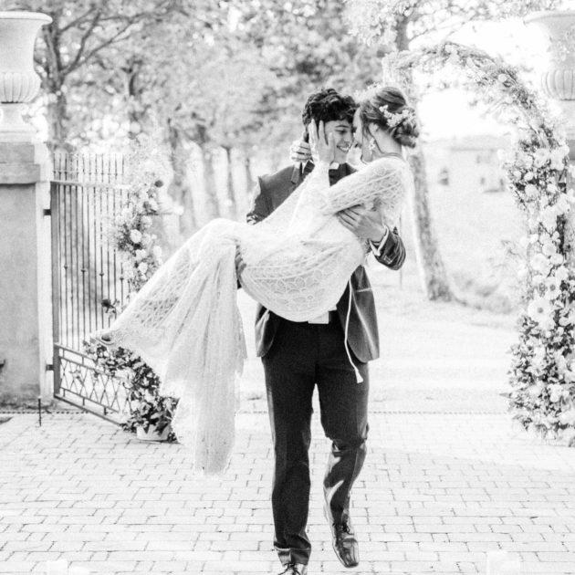 Hochzeit in der Toskana, Heiraten in Italien, Fine Art Hochzeitsfotograf Toskana, Seidenband, Brautkleid Willow by Watters, Ewigmein Fine Art Wedding Photography