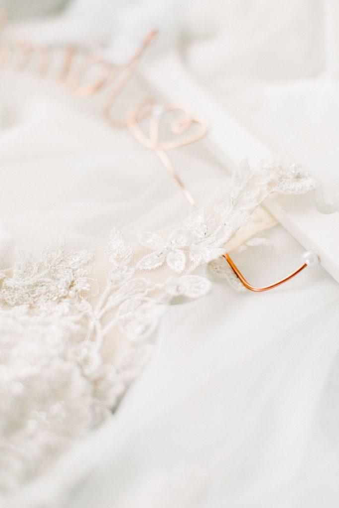Fine Art Hochzeitsfotografie Fine Art Wedding photography Brautkleid Spitze Hochzeitsreportage