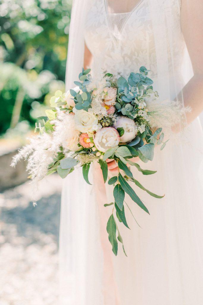 Fine Art Hochzeitsfotografie, Maria Bildhausen Hochzeit, Brautkleid Rembo Styling, Wasserschloss Kleinbardorf, Brautpaarshooting, modern zeitlos Hochzeit Fine Art Wedding Photography