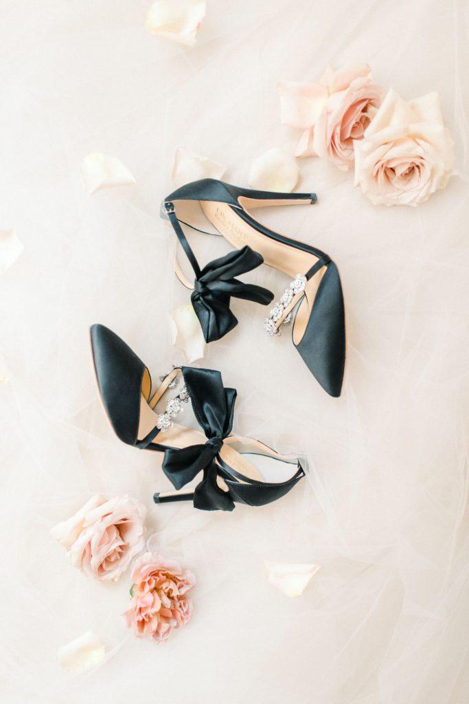 Bella Belle Shoes Schuhe schwarz mit Schleife Brautschuhe Fine Art Hochzeitsfotografie München Bodensee