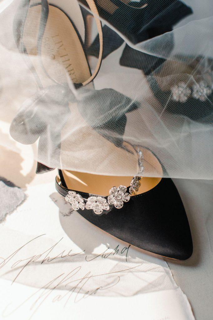 Ewigmein Fine Art Hochzeitsfotografie Hochzeit Bella Belle shoes schwarze Brautschuhe mit Schleife modern Fashion
