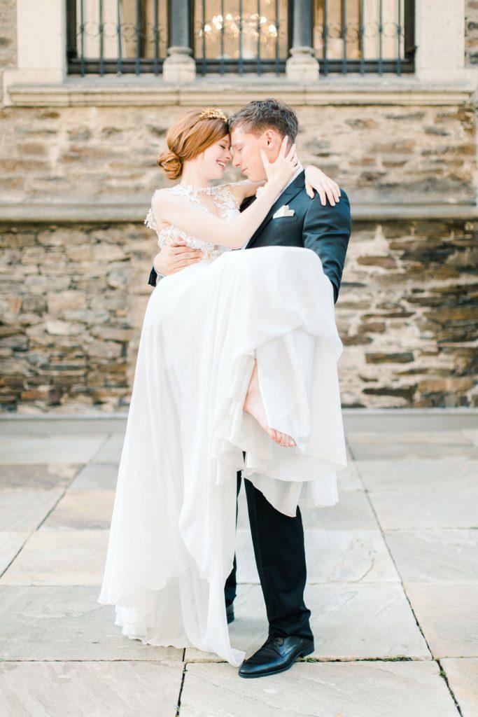 Ewigmein Fine Art Hochzeitsfotografie Hochzeit Daalarna Couture Brautkleid Brautschleier goldene Brautkrone