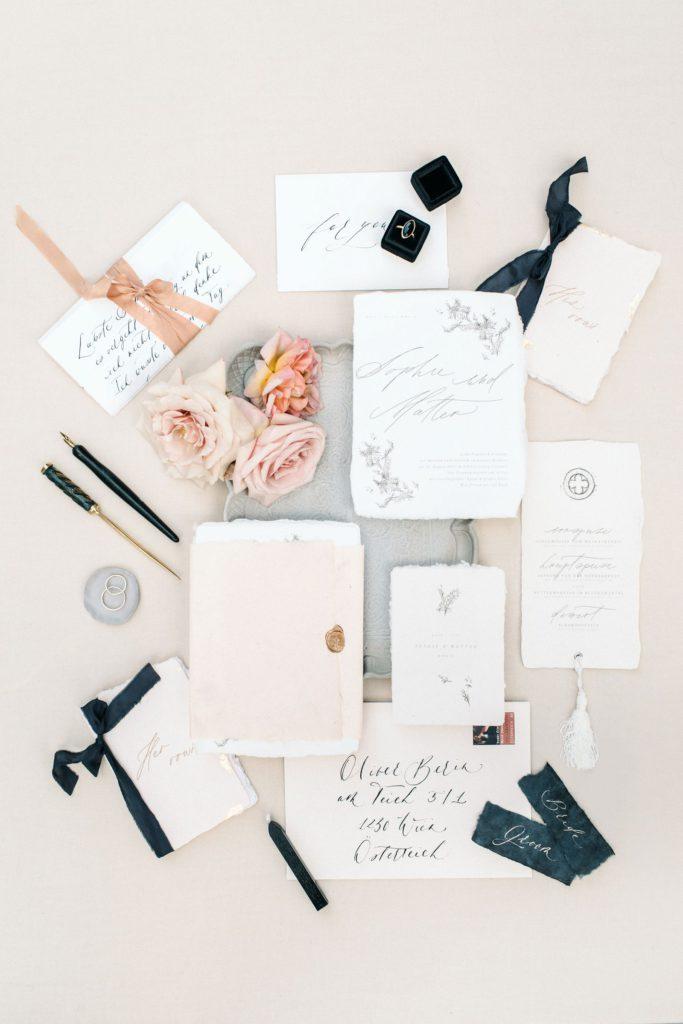 luxury edel Fine Art Papeterie Hochzeit Schlosshochzeit Seidenband Siegel Pastelltöne